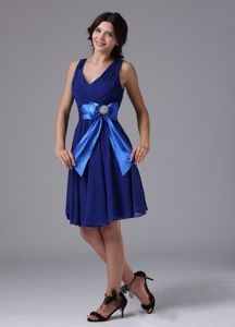 Most Popular V-neck Chiffon Short Blue Dresses for Damas with Bowknot