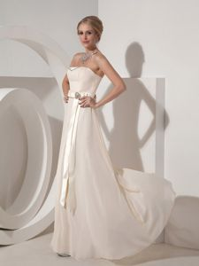Zipper-ups Off White Long Chiffon Dama Quinceanera Dresses with Ribbon