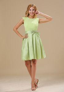 Round Neck Yellow Green Short Quinceanera Dama Dress with Keyhole and Sash