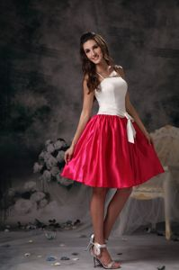 Pretty Spaghetti Straps White And Hot Pink Short Dama Dress with Sash