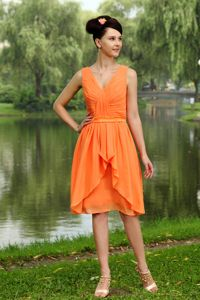 Orange V-neck Knee-length Chiffon Ruched Dama Quinceanera Dresses in Everett