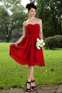 Sweetheart Ruched Knee-Length Qualified Chiffon Dama Dresses in Watsonville
