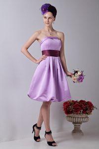Elegant Lavender Strapless Knee-Length Dama Dress with Sash in Universal City