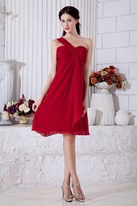 Wine Red One Shoulder Mini-length Chiffon Party Dama Dresses with Ruches