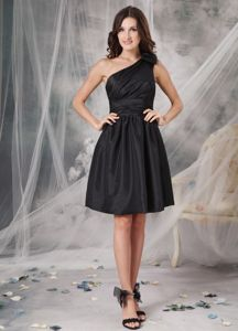 Black One Shoulder Ruched Dama Dress For Quinceanera in Huaura Peru