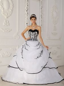 Sweetheart Floor-length White Sweet 16 Dress with Embroidery in Crivitz