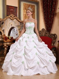 White Princess Strapless Quinceanera Dresses with Appliques and Pick-ups