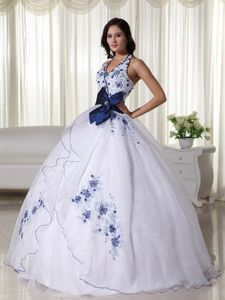 Top Zipper-up Halter White Dress for Quinceanera with Bow and Appliques