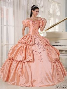 Off the Shoulder Floor-length Quinceanera Dress with Embroidery in Copiapo