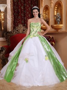 White Ball Gown Strapless Appliques Quinceaneras Dress in La Vega