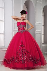 Red Sweetheart Sweet 15 Dresses in Floor-length with Embroidery in Fresno
