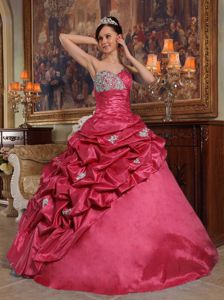 Exclusive Sweetheart Beaded Red Quinceanera Gown dresses with Pick Ups