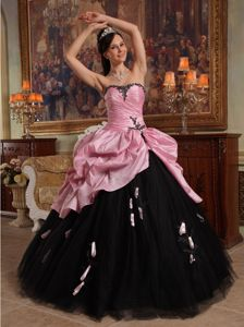 Sweetheart Rose Pink and Black Quinceanera Gowns with Handmade Flower