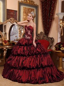 Burgundy Appliqued Sweetheart Chapel Quinceanera Gowns with Pick-ups