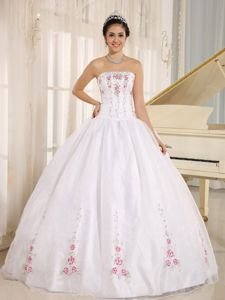 Elegant White Strapless Floor-length Sweet Sixteen Dresses with Embroidery