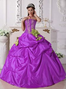 Purple Beading Strapless Quinceanera Gowns with Pick-ups and Flowers