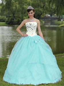 Light Blue Strapless Quinceanera Gown Dresses with Embroidery in Largo