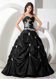 Sweetheart Floor-length Black Quinceanera Gown with Pick-ups in Durango
