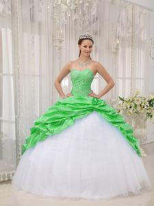 Spring Green and White Sweetheart Beading and Pick-ups Quinceanera Dresses