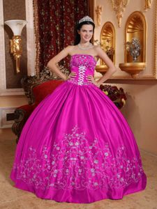 Fuchsia Strapless Floor-length Quinceanera Dress with Embroidery in Tocopilla
