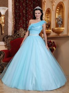 Light Blue One Shoulder Floor-length Tulle Ruched Quince Dress in Putaendo