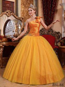 Gold One Shoulder Floor-length Tulle Beaded Quinceanera Dress in Putaendo