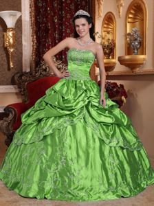 Strapless Embroidered Quince Dresses in Spring Green with Beading
