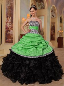 Green and Black Sweetheart Ruffled Quince Dress with Pick Ups in La Banda