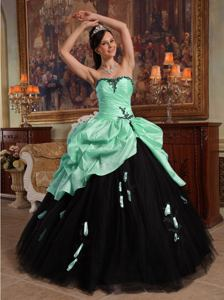 Sweetheart Hand Flowery Quince Dresses in Apple Green and Black