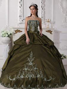 Olive Green Strapless Floor-length Quince Dress with Embroidery in Mor�n