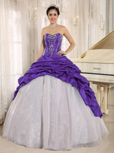 White and Purple Sweetheart Appliqued Luxurious Quinceanera Gowns with Pick Ups