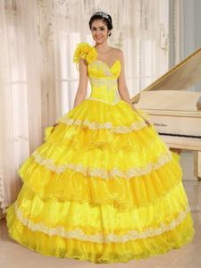 Exclusive Hand Flowery Yellow One Shoulder Appliqued Ruffled Quinceanera Gowns