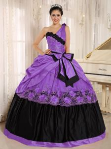 One Shoulder Purple and Black Exclusive Quinceanera Gowns with Appliques in Chico