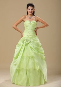 Pretty Yellow Green Sweetheart Long Quinceanera Gown Dress with Bow