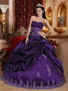 Dark Purple Sweetheart Long Quince Dresses with Appliques and Pick-ups