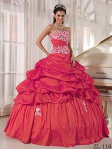 Appliques Red Ruched Pick-ups Quinceanera Dress in Ciudad del Este