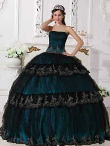 Navy Blue Layered Quinceanera Dresses with Appliques in Peebles