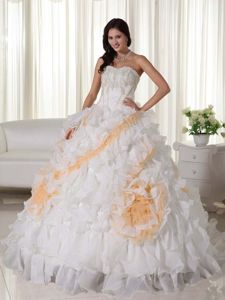 Court Train White Sweetheart Quinceanera Dresses with Appliques
