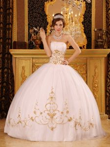 White Satin and Organza Quinceanera Dress with Appliques in Kiel